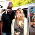 Kim Kardashian va faire du shopping chez DASH avec ses soeurs à West Hollywood, le 11 octobre 2013.