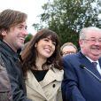 Thomas Dutronc et Nolwenn Leroy (parrain et marraine), Daniel Vaillant (maire du 18e arrondissement de Paris) à la Fête des Vendanges de Montmartre 2013 (80e anniversaire) à Paris, le 12 octobre 2013.