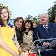 La Reine des Vendanges 2013, Julie Sylvestre, Thomas Dutronc et Nolwenn Leroy (parrain et marraine), Daniel Vaillant (maire du 18e arrondissement) à la Fête des Vendanges de Montmartre 2013 (80e anniversaire) à Paris, le 12 octobre 2013.