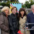 Thomas Dutronc et Nolwenn Leroy (parrain et marraine) en présence de Daniel Vaillant (maire du 18e arrondissement de Paris) à la Fête des Vendanges de Montmartre 2013 (80e anniversaire) à Paris, le 12 octobre 2013.