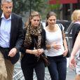 La princesse Madeleine de Suède en pleine session shopping avec soeur la princesse Victoria sur la 5e Avenue à New York, le 6 octobre 2013