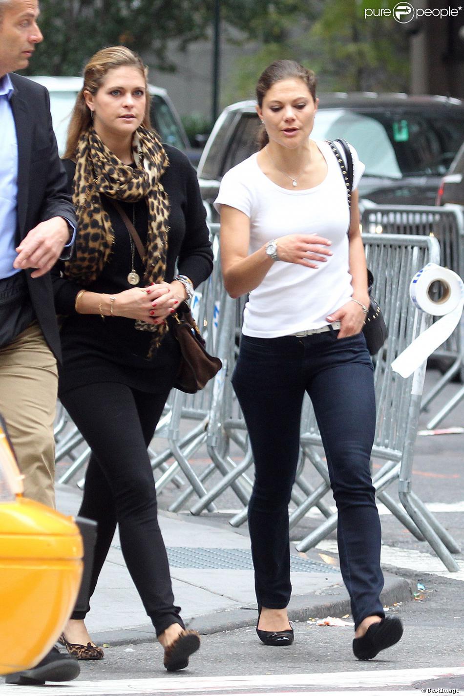 La princesse Madeleine de Suède et et sa soeur la princesse Victoria sur la 5e Avenue à New York, le 6 octobre 2013