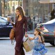 Alessandra Ambrosio lors d'une séance shopping en famille le 12/10/13