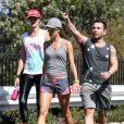 Alessandra Ambrosio et sa copine top Ana Beatriz Barros font du sport à Santa Monica le 11 octobre 2013
