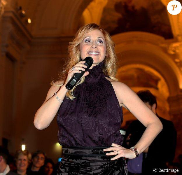 Exclusif - Lara Fabian à Paris le 3 décembre 2012 lors de la vente aux enchères des Frimousses de Créateurs au profit de l'Unicef au Petit Palais.