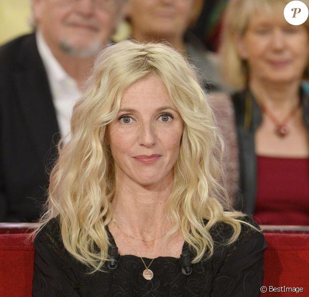 Sandrine Kiberlain lors de l'émission Vivement dimanche diffusée le 13 octobre 2013 sur France 2