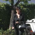Look parfait pour Kris Jenner qui mise sur une silhouette totale blanch à Woodland Hills. Sac Givenchy au bras, veste structurée, il ne lui en faut pas plus pour entrer dans notre top des looks cette semaine.