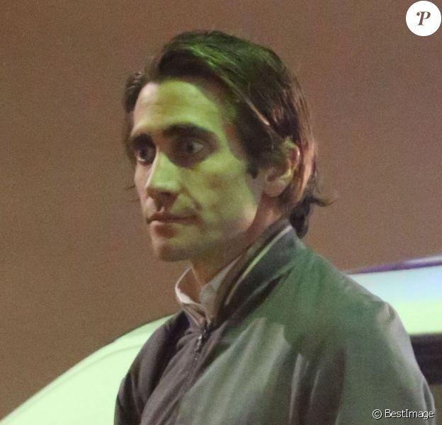 """Jake Gyllenhaal sur le tournage du film """"Nightcrawler"""" à Studio City, le 21 octobre 2013."""