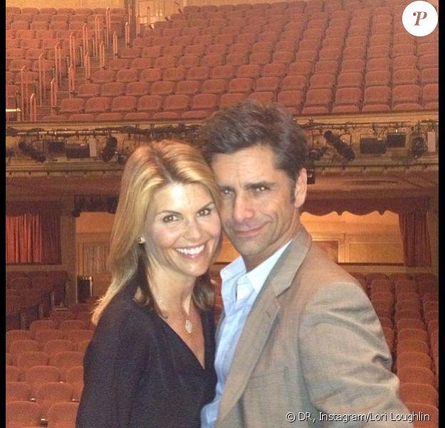Lori Loughlin a retrouvé son acolyte John Stamos lors d'une soirée au théâtre. Juillet 2013