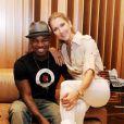Céline Dion et Ne-Yo en studio d'enregistrement.