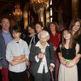 Gisèle Casadesus honorée face à sa famille à la Mairie de Paris, le 24 Octobre 2013.