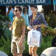 Exclusif - Arnaud Lagardère et sa femme Jade Foret, enceinte de son deuxième enfant, font du shopping sur Lincoln Road à Miami, le 28 octobre 2013.