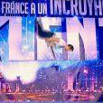 """Un guitariste fait le show sur un trampoline dans """"La France a un incroyable talent"""" saison 8. Mardi 29 octobre 2013."""