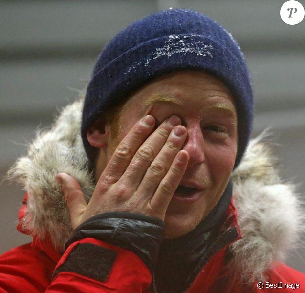 Aïe, mon orteil ! Le prince Harry en entraînement le 17 septembre 2013 avec le Team Glenfiddich pour son trek au Pôle Sud en fin d'année pour Walking with the Wounded.
