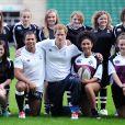 """Le prince Harry lors d'un entraînement de rugby le 16 octobre 2013 dans le cadre du programme """"RFU All Schools"""" à Twickenham."""