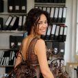 Aïda Touihri essaye sa robe pour le défilé du Salon du Chocolat, à Paris, le 11 octobre 2013. Une création du chocolatier Arnaud Larher et de la styliste Lauren Bitar.