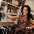 L'animatrice Aïda Touihri essaye sa robe pour le défilé du Salon du Chocolat, à Paris, le 11 octobre 2013. Une création du chocolatier Arnaud Larher et de la styliste Lauren Bitar.