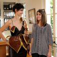 ÉglantineÉméyéessaie sa robe pour le défilé du Salon du chocolat qui aura lieu le 29 octobre à Paris. Le 15 octobre 2013. Cette création a été conçue par le chocloatier Jean-PaulHévin et la styliste Maria Boyarovskaya.