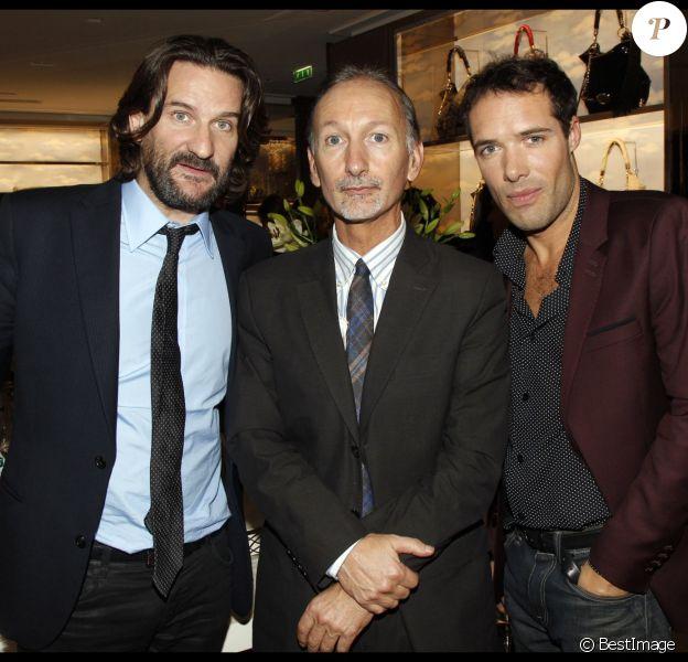"""Frédéric Beigbeder, Bertrand de Saint-Vincent (journaliste au """"Figaro"""") et Nicolas Bedos à Paris le 24 novembre 2011."""