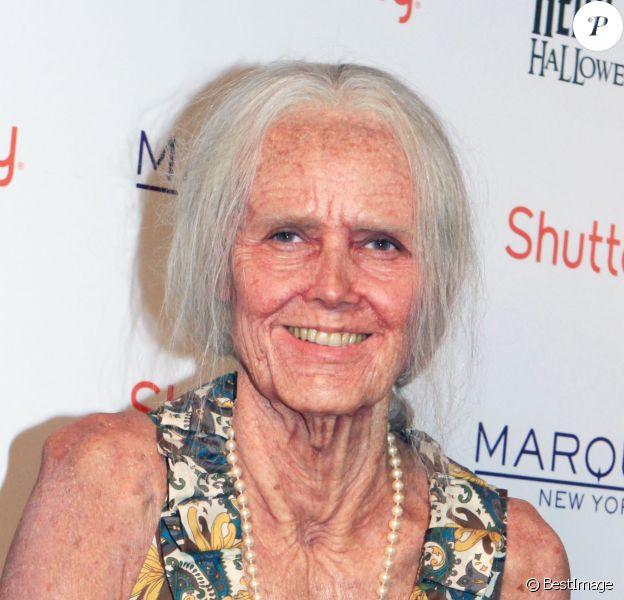 L'ancien top Heidi Klum a mis le paquet pour son déguisement d'Halloween. La belle allemande est méconnaissable déguisée en vieille dame à son arrivée au club Marquee à New York. Le 31 octobre 2013