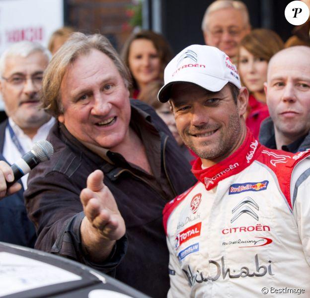 Gérard Depardieu et Sebastien Loeb posent avant le départ du rallye de Condroz à Huy, en Belgique, le 1er novembre 2013.