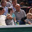 Zlatan Ibrahimovic, avec son épouse Helena Seger et leurs deux fils Maximilian, 7 ans, et Vincent, 5 ans, assistaient le 2 novembre 2013 à la demi-finale entre Novak Djokovic et Roger Federer au BNP Paribas Masters de Paris-Bercy.