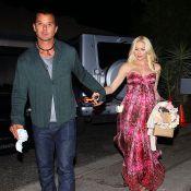 Gwen Stefani, enceinte : Stupéfiante en rose bonbon, des fleurs dans les cheveux