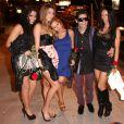 Corey Feldman entouré de jeunes femmes à West Hollywood, le 12 mars 2013