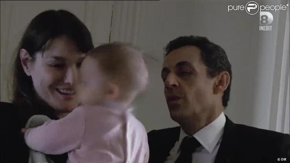 Après son grand discours de l'entre deux tours au Trocadéro, Nicolas Sarkozy retrouve sa fille Giulia. Extrait de Campagne intime de Farida Khelfa.