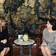 """Valérie Trierweiler rencontre Wafaa Suleiman, la femme du président du Liban Michel Suleiman, lors d'une visite au centre de santé """"Yaduna"""", à Baabda, le 5 novembre 2013."""