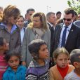 Valerie Trierweiler et Nora Joumblattvisitent un camp de réfugiés syriens à Dalhamye au Liban le 5 novembre 2013.