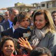 La première dame Valérie Trierweiler visite un camp de réfugiés syriens à Dalhamye au Liban le 5 novembre 2013.