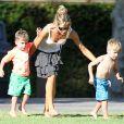Exclusif - Denise Richards, ses filles Lola et Sam et les enfants de Charlie Sheen Bob et Max au parc a Beverly Hills, le 25 juillet 2013.