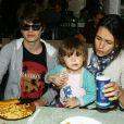 Adeline Blondieau avec son fils Aitor, sa fille Wilona, et son compagnon Laurent Hubert - Inauguration de la fête foraine des Tuileries à Paris le 28 juin 2013.
