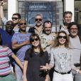 Flore Bonaventura pose avec les autres comédiens présents lors de l'Escapade des Stars, à Djerba, le 11 novembre 2013.