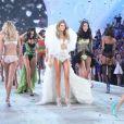 Les mannequins lors du défilé Victoria's Secret 2013 à la 69th Regiment Armory. New York, le 13 novembre 2013.