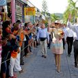 Le roi Willem-Alexander des Pays-Bas et son épouse la reine Maxima lors de leur visite à Philipsburg, capitale de Saint-Martin, dans les Antilles Néerlandaises, le 13 novembre 2013