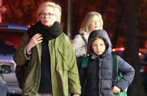 Michelle Williams : Attentive avec son adorable petite Matilda dans le bus
