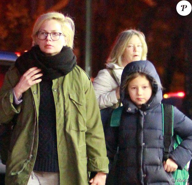 Michelle Williams revient de l'école avec sa fille Matilda à New York le 15 novembre 2013.