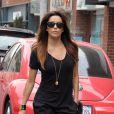 Eva Longoria sort de chez le coiffeur et se rend dans un salon de manucure à Beverly Hills, le 12 novembre 2013.