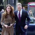 Kate Middleton et prince William visitent l'association Only Connect à Londres le 19 novembre 2013.