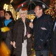 Evelyne Dhéliat et Jean-Pierre Pernaut inaugurent, en présence d'Anne Hidalgo, le village de Noël des Champs-Elysées. A Paris, le 20 novembre 2013.