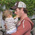Exclusif - Chris Hemsworth tendre papa avec India Rose sur l'île de la Gomera, Canaries, le 17 novembre 2013.