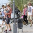 Exclusif - Elsa Pataky enceinte et son mari Chris Hemsworth se promènent avec leur fille India Rose sur l'île de la Gomera, Canaries, le 17 novembre 2013.
