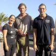 """Exclusif - Chris Hemsworth pose avec des fans sur le tournage du film """"Heart of the sea"""" sur l'île de la Gomera, Canaries, le 18 novembre 2013."""