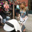 Kim Kardashian et sa fille North quittent l'appartement de son fiancé Kanye West à SoHo. New York, le 26 novembre 2013.