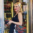 Gwen Stefani, enceinte, s'arrête à une station essence, avant de se rendre à Disneyland avec son mari et leurs deux garçons. Anaheim, le 25 novembre 2013.
