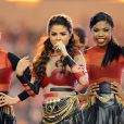 Selena Gomez chante lors de la mi temps du match de football américain entre Dallas Cowboys et Oakland Raiders à Dallas, Texas, le 28 novembre 2013.