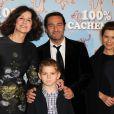 Valérie Lemercier, Gilles Lellouche, Marina Foïs et le petit Samatin Pendev lors de l'avant-première du film 100% Cachemire à Paris le 9 décembre 2013