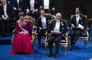 La famille royale de Suède, amoindrie mais très chic, fête les Nobel 2013